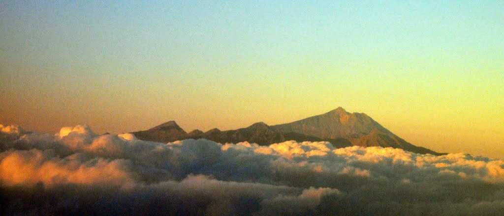 Mount Rinjani trekking Season Info